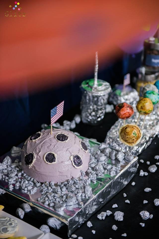 ออกแบบงานปาร์ตี้ ออกแบบแบคดรอป ไอเดียสำหรับธีมอวกาศ จัดงานให้ได้ทั้งการตกแต่งสถานที่ ลูกโป่ง อาหาร ขนม เครื่องดื่ม และกิจกรรม