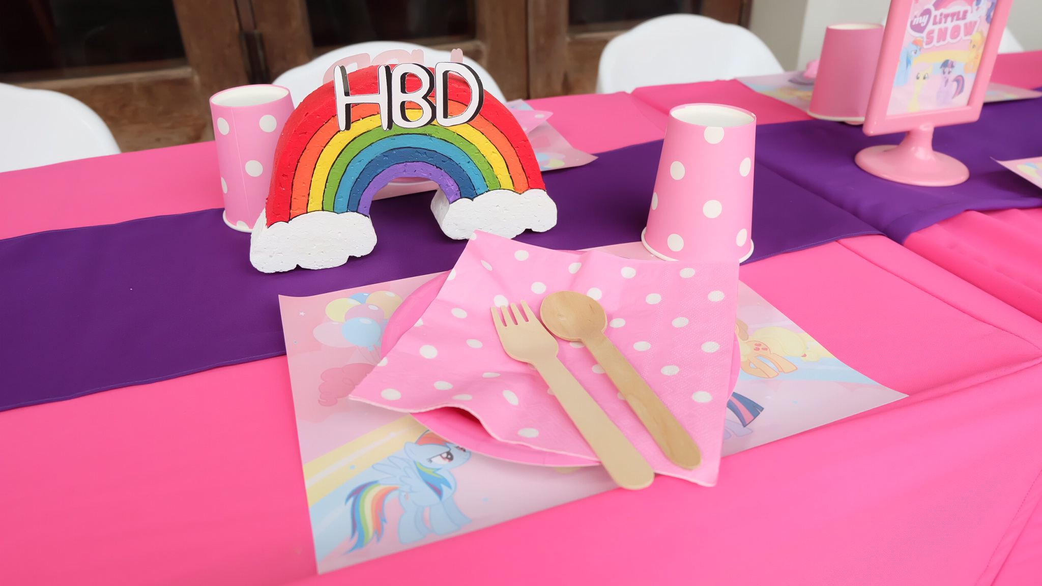 ปาร์ตี้วันเกิดน้องโสน ลูกสาวคุณมอส ปฏิภาณ ในธีม My Little Pony ตกแต่งด้วยพร็อพน่ารักๆ แบคดรอป ลูกโป่ง โต๊ะเด็กๆ บรรยากาศปาร์ตี้อบอุ่นพร้อมกิจกรรมแสนสนุก