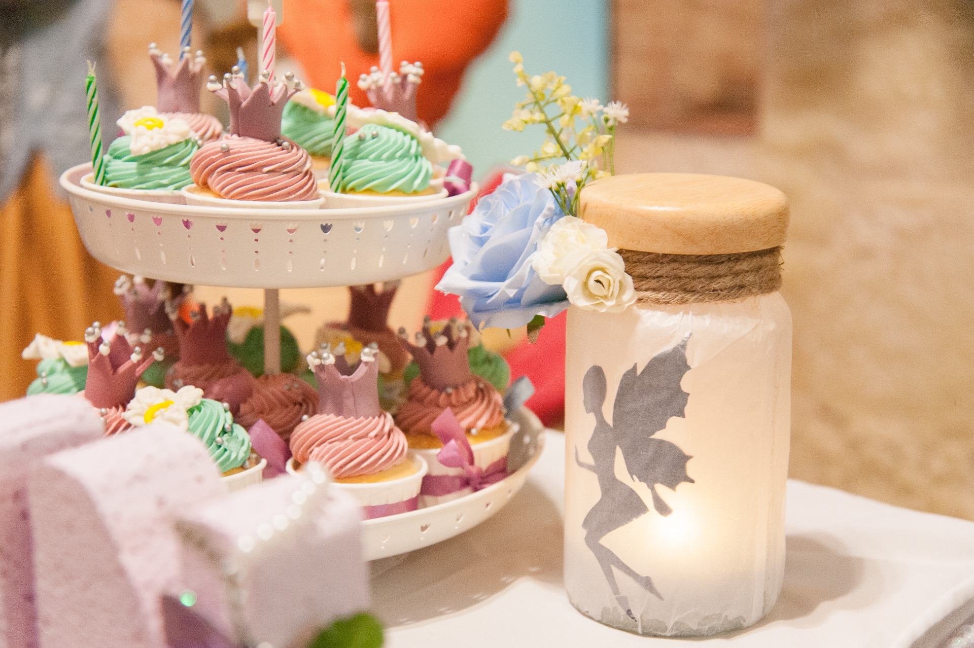Cute little fairy birthday themed for your daughters - party includes photo corner, balloons, decorations, catering and entertainments