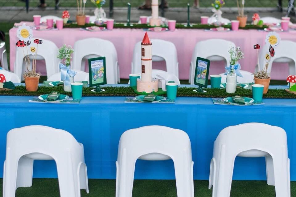 งานวันเกิดสองบี น้องบีน่าและน้องบรู้คลิน ลูกฝาแฝดคุณนานา และคุณเวย์ ในธีม Ben & Holly ทั้งมุมถ่ายรูป แบคดรอป โต๊ะเค้ก ขนม โต๊ะเด็ก การตกแต่ง พินยาต้า goodie bag และลูกโป่งน่ารักๆ