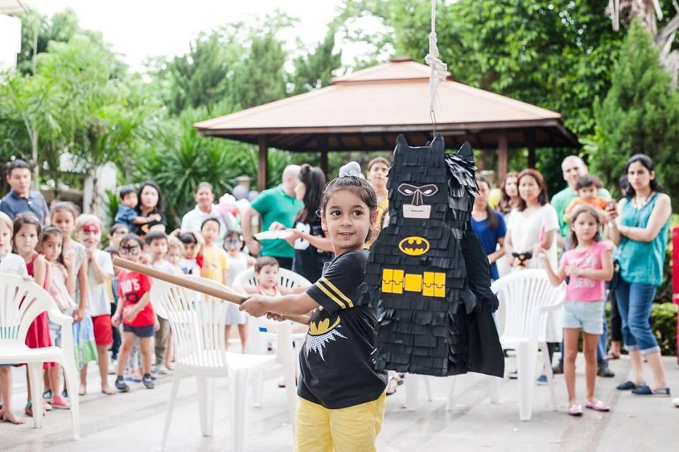 จัดปาร์ตี้วันเกิดในธีมเลโก้แบทแมนสุดน่ารัก ทั้งแบคดรอป ซุ้มลูกโป่ง ตกแต่งโต๊ะ พินยาต้า และเกมส์สำหรับเด็กๆ